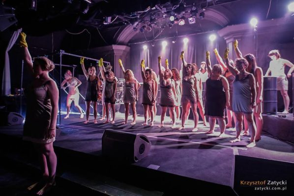 2017-11-19: Chór Czarownic w Teatrze Powszechnym